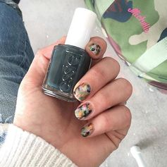 Happy #manimonday! Loving this colorful camo by @_michellesaunders @essiepolish #essiespring2016