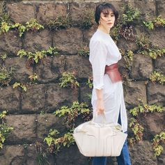 Essential elegance for Kurara Chibana and her white Tod's Sella Bag. #TodsSellaBag #Tods