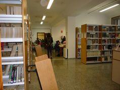 BIBLIOTECA DE FARMACIA, en el Campus de Anchieta. Las nuevas estanterías dan más amplitud y luminosidad a la biblioteca.  Síguenos en la web y en nuestro blog: http://www.bbtk.ull.es/view/institucional/bbtk/Farmacia/es http://bibliotecadefarmaciaull.blogspot.com.es/ #bbtkfarm