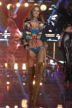 The Looks We Loved From the 2015 Victoria's Secret Fashion Show | Josephine Skriver