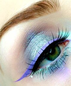 Iridescent Shadow With Pastel Liner