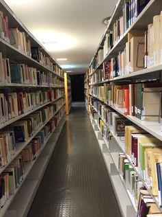BIBLIOTECA DE CANARIAS. Libros de préstamo (http://www.bbtk.ull.es/view/institucional/bbtk/Canarias/es) en la Planta 1ª de la Biblioteca General y de Humanidades. Campus de Guajara. Universidad de La Laguna.