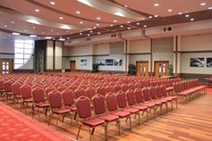 #Luton - Venue 360 - https://www.venuedirectory.com/venue/764/venue-360  This #venue can cater for up to 500 #delegates in 530sqm of clear space. a ceiling height of 5.5m with unobstructed views and free WiFi. The suite has a private entrance & reception lobby and self-contained #facilities. Double height windows flood the room with natural daylight and open onto lawned gardens, ideal for break-outs, drinks receptions, barbecues and summer parties.