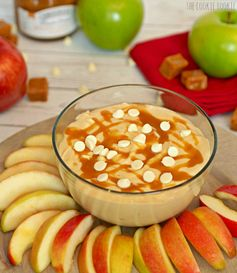 Skinny Caramel Apple Dip is the perfect snack for kids or adults! YUM! - by The Cookie Rookie