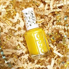The 1000th @essiepolish, Aim to Misbehave, is giving us serious #lemonade vibes. :lemon::lemon::lemon:#essielove
