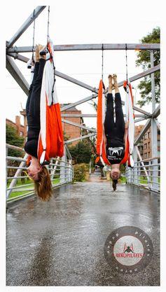 PILATES AEREO, YOGA AEREO, BENEFICIOS AEROYOGA POSTURA,  #yogaaereo #aerial #yogaswing #trapeze #trapecio #yogaaerien #pilatesaereo #COACHING #Training #Teacherstraining #cursos #PUERTORICO #wellness #bienestar #bienetre #salud #fitness #vaihayasa #aeroyoga #iogaaeri