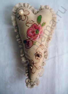 Делаем валентинку. Мастер класс по текстильному декупажу. http://dcpg.ru/mclasses/valentine-2/ Click on photo to see more! Нажмите на фото чтобы увидеть больше! decoupage art craft handmade home decor DIY do it yourself heart lace napkins