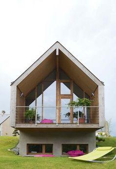La maison en bois vue de face