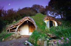 La casa hobbit que Simon Dale construyó con $4.700. #bioconstruccion #arquitectura #casascuriosas