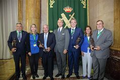 El Director General entrega los premios Duque de Ahumada a la Seguridad Corporativa Segurpricat Siseguridad : II Jornadas #GuardiaCivil premios Duque de Ahumada a la Seguridad  http://wp.me/p2n0XE-59D vía @juliansafety