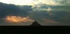 Le Mont Saint-Michel, flèche dressée vers le ciel...
