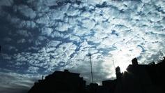 Le ciel se couvre pour se protéger de... la pluie ?