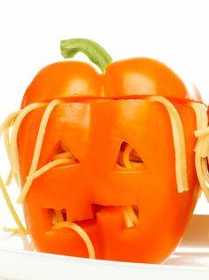 Cuisinez des têtes-de-mort poivrons spaghettis pour Halloween