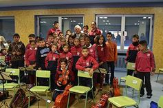 """Un niño gitano en la orquesta juvenil """"In Crescendo"""" de Valladolid."""