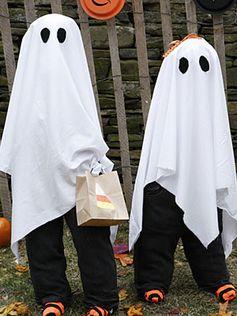Simple à réaliser, le costume de fantôme d'Halloween