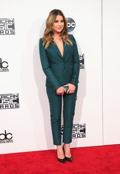 All the Looks from the 2015 American Music Awards | Ashley Benson
