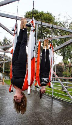 ACROBATIC, ACROBATICO, YOGA AEREO, BENEFICIOS AEROYOGA  ACRO POSTURA,  #yogaaereo #aerial #yogaswing #trapeze #trapecio #yogaaerien #pilatesaereo #COACHING #Training #Teacherstraining #cursos #PUERTORICO #wellness #bienestar #bienetre #salud #fitness #vaihayasa #aeroyoga #iogaaeri