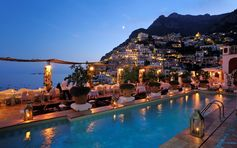 The Champagne & Oyster Bar enjoys breathtaking views over Positano. It is sumptuously furnished and lit by candles. Open only in the evenings from mid-May to mid-October with a pool and views that overlook the Amalfi Coast.