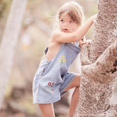 Fun in the sun! Sugar styles out the latest #StellaMcCartneyKids collection.