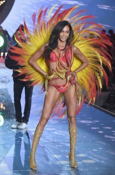 The Looks We Loved From the 2015 Victoria's Secret Fashion Show | Joan Smalls