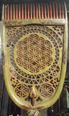 Distaff comp made for bridal gift. Flower of Life and six petal rosette motif came from Western Europe via Sweden to the costal Finland. It was carved with a knife to the wood. Decoration was meant for good luck and fortune. Finland, 1700 - 1800 AD.