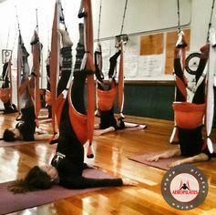 YOGA AEREO, BENEFICIOS AEROYOGA POSTURA ARGENTINA,  #yogaaereo #aerial #yogaswing #trapeze #trapecio #yogaaerien #pilatesaereo #COACHING #Training #Teacherstraining #cursos #PUERTORICO #wellness #bienestar #bienetre #salud #fitness #vaihayasa #aeroyoga #iogaaeri