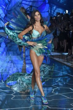 The Looks We Loved From the 2015 Victoria's Secret Fashion Show | Sara Sampaio