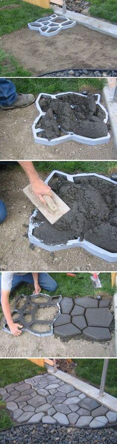 Pavimento externo de concreto imitando pedras. Forma de plástico usada como molde.