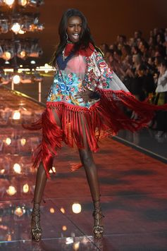 The Looks We Loved From the 2015 Victoria's Secret Fashion Show | Leomie Anderson