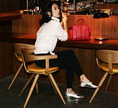 Effortlessly chic Zhang Ziyi with her Tod's Double T moccasin and Tod's Sella Bag #TodsDoubleT #TodsSellaBag