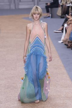 The Most Beautiful Runway Moments From Paris Fashion Week Spring 2016 | Chloe