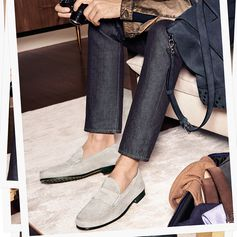 Urban appeal and cool details: discover the new Tod's loafers and Tod's Envelope Bag from the Spring/Summer campaign. #TodsJournal #Tods #TodsEnvelopeBag #SS17