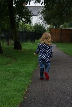 Muddy puddles in (little) muddy puddles | Wave to Mummy