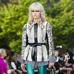 The Louis Vuitton Cruise 2018 Collection by Nicolas Ghesquiere brings together the different elements of Japan that have inspired him over the years. Watch the show now on louisvuitton.com