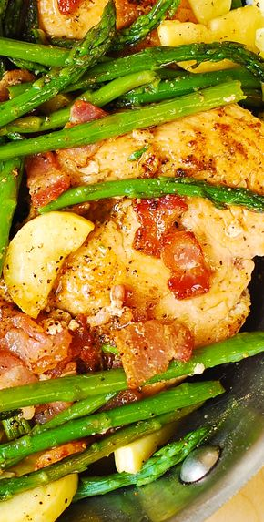 Chicken, Asparagus, and Bacon Skillet - Chicken, Asparagus, and Bacon Skillet - yummy, healthy, gluten free, packed with protein and fiber!