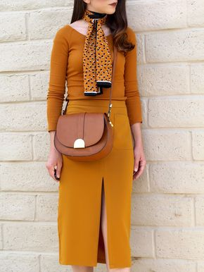 Chic of the Week: Rita's Retro Revival - Mellow yellow details.