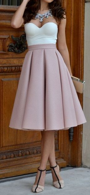 The Best Colors for Office Wear - Lovely trending swing skirt look, the top and the skirt are amazing. The outfit and the necklace stands out against the corset.