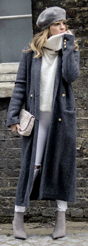 The Maxi Coat/Long Coat Trend That You Will Be Wearing In Autumn/Winter 2015 - Outfits And Ideas - A maxi coat will go a treat with an oversized knit sweater and skinny jeans. Isabel Sellés wears the look with pale grey Chelsea boots and a matching vintage style beret; making the style perfect for winter. Maxi Sweater: New Look, Jeans: Topshop, Coat/Bag/Boots: Zara.