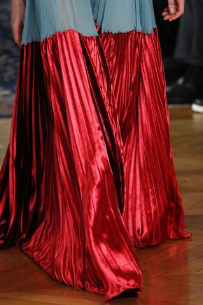 Valentino Spring 2017 Ready-to-Wear Fashion Show Details - See detail photos for Valentino Spring 2017 Ready-to-Wear collection.