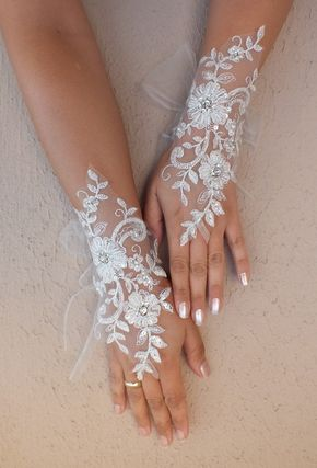 Ivory Wedding gloves bridal gloves lace gloves fingerless gloves ivory gloves guantes french lace silver border gloves free ship - Usar guantes para el día de tu #Boda ¿?