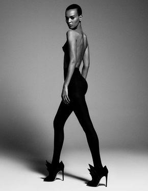 Sleek fashion model pose, black & white fashion photography inspiration // Ph. Paola Kudacki