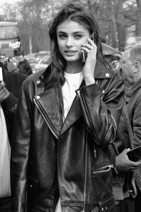 ccamcab: Taylor Hill call You ! (Chanel et Vogue) - L442684