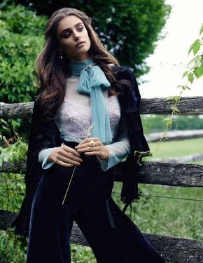Taylor Hill is 'High Class' in Ladylike Editorial for Vogue Spain - VOGUE SPAIN.