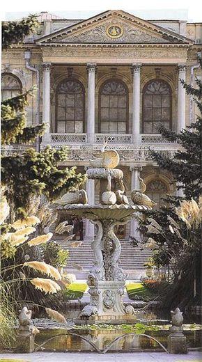 Dolmabahçe Sarayı (Dolmabahce Palace), Turkey