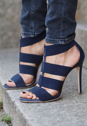 Women Will Simply Fall In Love With These Popular Beautiful Heels - Shoe Obsession // Gorgeous navy blue heels.