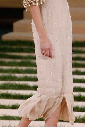 Chanel Spring 2016 Couture Fashion Show Details - Chanel Spring 2016 Couture Accessories Photos - Vogue