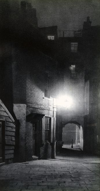 Spooky, Beautiful 1930s Photos of London Streets at Night