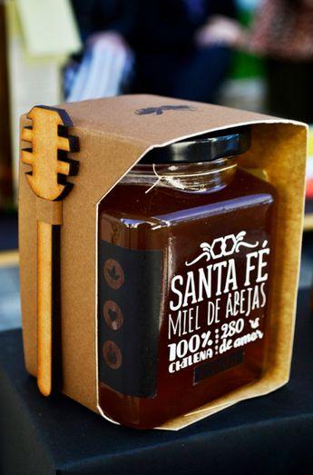 Design School project. We created a brand for a small business using Honey as a main resource. --------------Proyecto Universitario. Creamos una marca para un productor pequeño de miel.