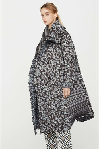 Sfilata Issey Miyake New York - Pre-collezioni Primavera Estate 2017 - Vogue