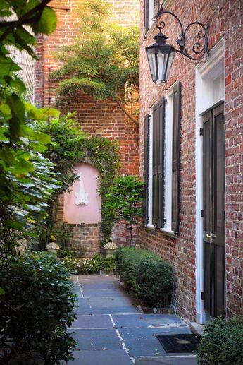 Hue and Eye Photography — Dolphin Courtyard, Charleston, SC © Doug Hickok...